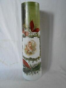 Jugendstil große Opalin Vase Milchglasvase raufende Putti mit Liebespfeil