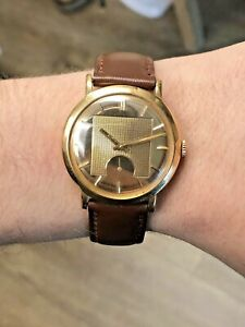 1950s Movado Deluxe 8463 18k Gold Wristwatch Bumper Movement Mechanical
