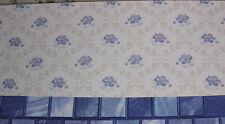 niedliche TAPETE mit blauen Röschen in Rankenraute,Puppenstube,Bogen 30cmx52