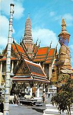B73320 Inside the grounds of wat Kea Bangkok emerald buddha Thailand