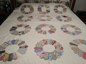 Old antique vintage Dresden Plate quilt Excellent condition !!