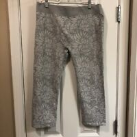 Fabletics Gray Floral Seamless Capri Leggings Size XL