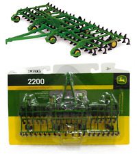 1:64 ERTL *JOHN DEERE* Model 2200 Field Cultivator *BRAND NEW!*