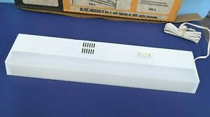 """18"""" FLUORESCENT Plug-In UNDER-CABINET WHITE Light Fixture w/ OUTLET NEW UC-15P"""