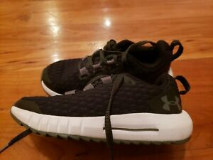 Under Armour Boys Shoes size 11K Great Condition