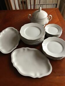 Bonechina Dinner Set Including 8 Plates, Small Plates & Side Plates