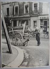 Photo Humaniste Petit Métier Homme et son Chien 29,5 x 39,5 Vers 1930