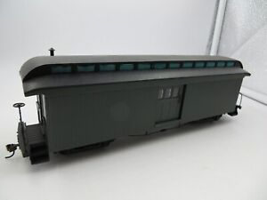 On30 BACHMANN SPECTRUM 26499 PAINTED GREEN UNLETTERED TWO DOOR BAGGAGE CAR