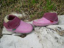 Superbes chaussures chaussons Kickers bébé fille 6 mois en très bon état !