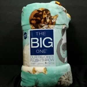 The Big One Oversized Chonky Fat Cat Light Green Plush Throw Blanket 5 ft x 6 ft