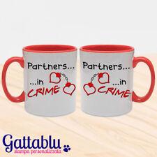 Set 2 tazze di coppia Partners in Crime manette cuore San Valentino rosse