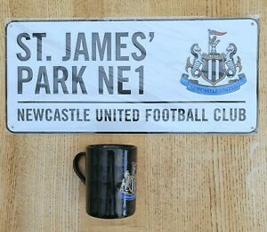 NEWCASTLE UNITED FC OFFICIAL COLOUR METAL STREET SIGN FOOTBALL GIFT & MUG