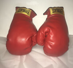 9.5 Oz Everlast Youth Boxing Gloves 6