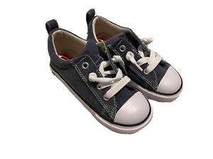 NEW Boys Converse blue denim SNEAKERS Laceless Athletic Shoes  Shoe size 10