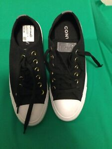Converse Unisex Sneakers Mens Size 5. Womens 7