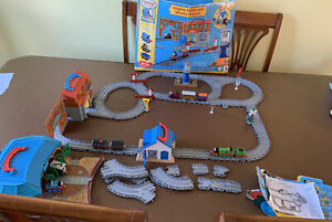 Thomas and Friends Take Along Engine Wash and Works Playset Tank Train Set Boxed