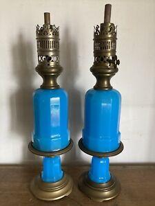 ANCIENNE PAIRE LAMPE A HUILE MODERATEUR OPALINE BLEUE + SUPPORT XIX SIECLE