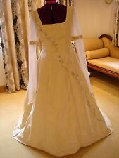 "EXQUISITE BESPOKE DESIGNER WEDDING DRESS BY ""HAYLEY J"" ****"