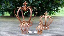 Gartenfiguren & -skulpturen aus Metall mit Krone
