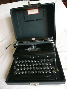 Antique Manual Royal Portable Typewriter With Carrying Case