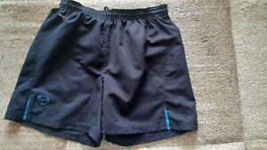 kurze NIKE Sporthose Shorts schwarz grün Dry Fit Running Gr. XL