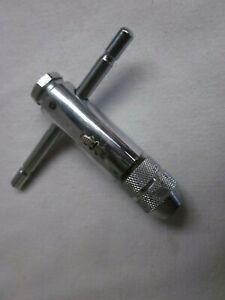 Tourne a gauche a cliquet ou porte taraud petit modèle carré de 2 à 5 mm