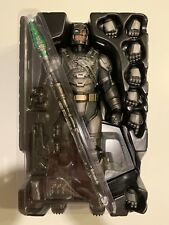 Hot Toys 1/6 Armored Batman Battle Damaged Sideshow Ex Previously Displayed