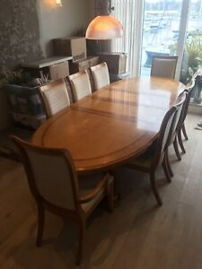 Stanley Furniture Oval Shaped Maple And Walnut Dining Room Table With 8 Chairs