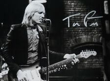 """TOM PETTY LIVE Fully signed 8 x 6"""" Photo"""
