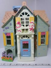 vtg 2004 Fisher Price SWEET STREETS PORTABLE DOLL HOUSE SET room furniture WORKS