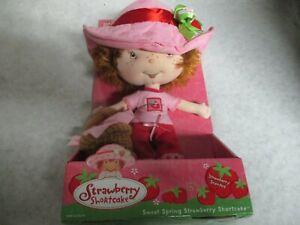 2002 Strawberry Shortcake Ban Dai Berry Soft Friend Rag Doll Plush Picnic Basket