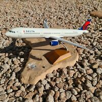 Delta Airbus A321-211 1:100 Scale - Wood Stand - Gear Down -  DARON SKR8407