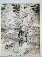 EE071 Plaque verre négatif 1920 -12x9 cm - fillette et ours en peluche, jardin