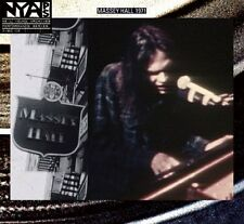Neil Young - Live At Massey Hall 1971 (CD  DVD)