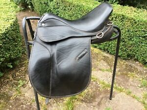 """Thorowgood Saddle 17"""" Black. Synthetic, Extra Wide"""