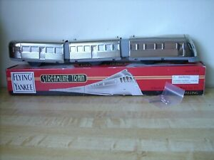 """Train - Wind-up Schylling Streamliner Train """"Flying Yankee"""" - ** WITH KEY **"""