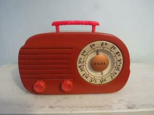 Fabulous FADA Butterscotch & Red Catalin Radio Model 700 Cloud Working Condition