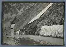 France, Voiture d'époque sur une routé de la montagne  Vintage silver print