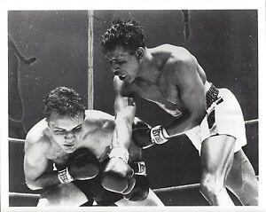SUGAR RAY ROBINSON vs JAKE LAMOTTA 8X10 PHOTO BOXING PICTURE
