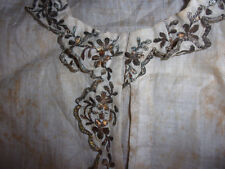 Rara antica camicia da notte siciliana per bambino ricamata con fili d'argento