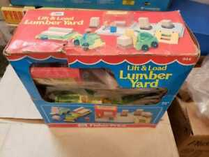 FISHER PRICE LITTLE PEOPLE 944 RARE LIFT LOAD LUMBER YARD TRUCK REAL WOOD