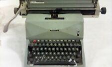 Macchina da scrivere OLIVETTI 82 vintage anni 70-80, perfettamente funzionante.