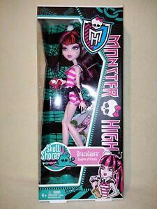 Monster High Draculaura - Skull Shores 2011 BNIB. A VERY DISPLAY WORTHY EXAMPLE!