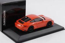 Porsche 911 991 Carrera 4 GTS Coupe lavaorange 1:43 Minichamps