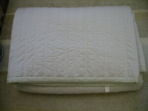 Jasper Conran large pale gold/taupe ribbed bedspread - Excellent condition