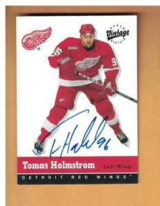Tomas Holmstrom AUTOGRAPHED 2000-01 UD Vintage Hockey Card DETROIT RED WINGS