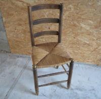 Ancienne chaise en bois paillée de campagne ferme déco chalet art populaire