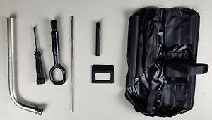 Original VW Audi Board Werkzeug Radschlüssel Abschleppöse 8K0805615 8N0012219
