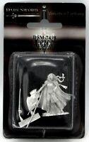Dark Sword DSM-7498 Female Elven Warrior with 2 Weapon Options (VIF) Elf Heroine