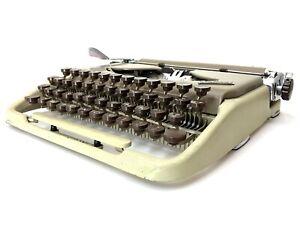 Unique Keyboard GROMA KOLIBRI TYPEWRITER Schreibmaschine Machine a Ecrire Vtg